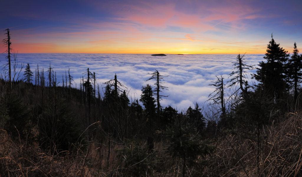 Inverzní západ slunce na Lysé hoře