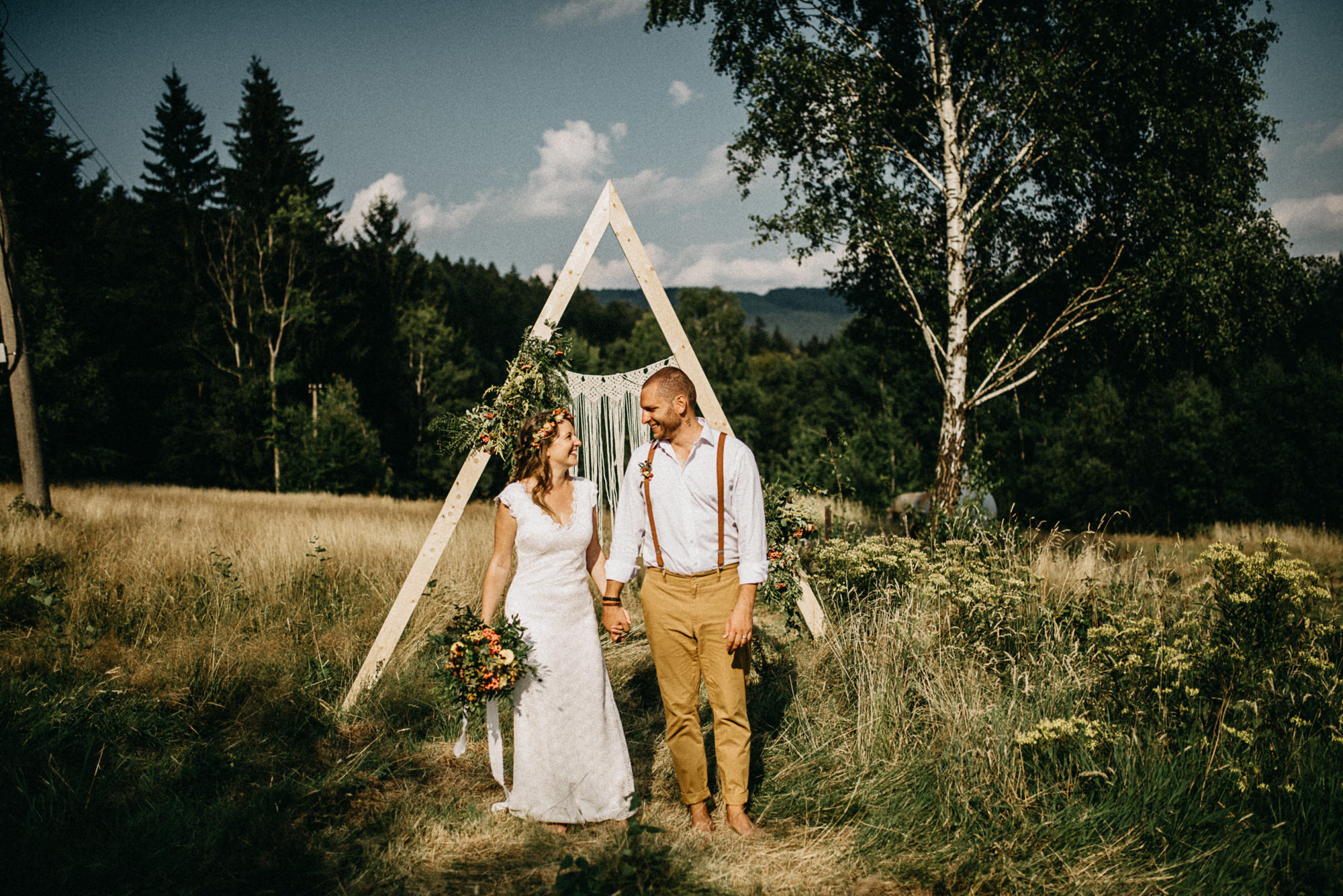 Svatební focení v Beskydech na louce