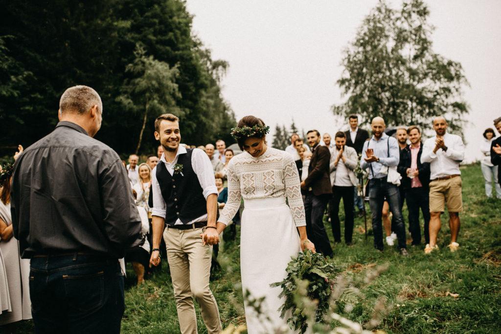 Svatební obřad na louce ve Velkých Karlovicích